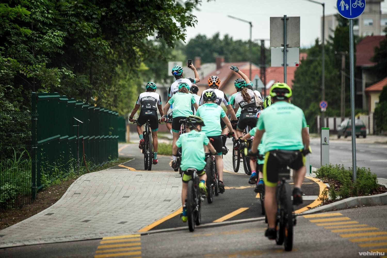 fdb05db0fbff A városvezetés célja az autós forgalom visszaszorítása, és az alternatív,  környezetbarát közlekedési formák elterjedésének támogatása - részben a  közösségi ...